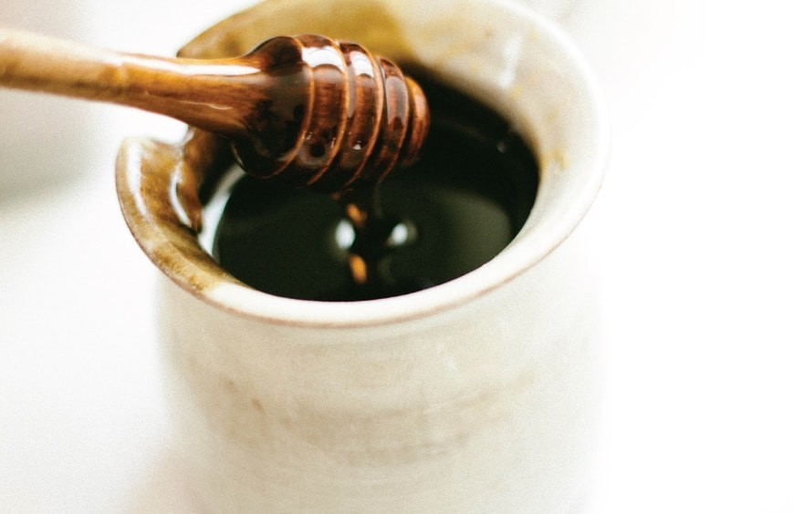 ¿Es buena la miel para la garganta?